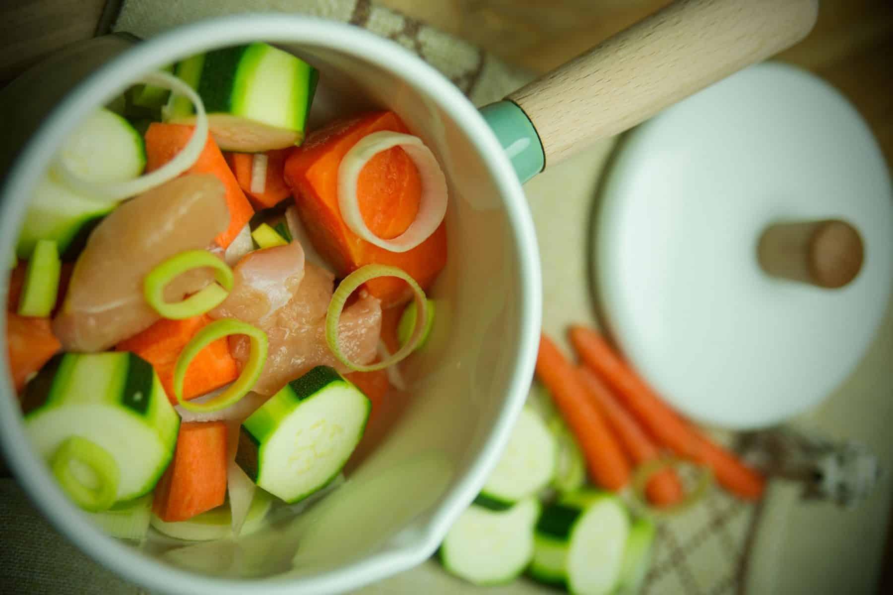 Papinha de legumes e frango na caçarola
