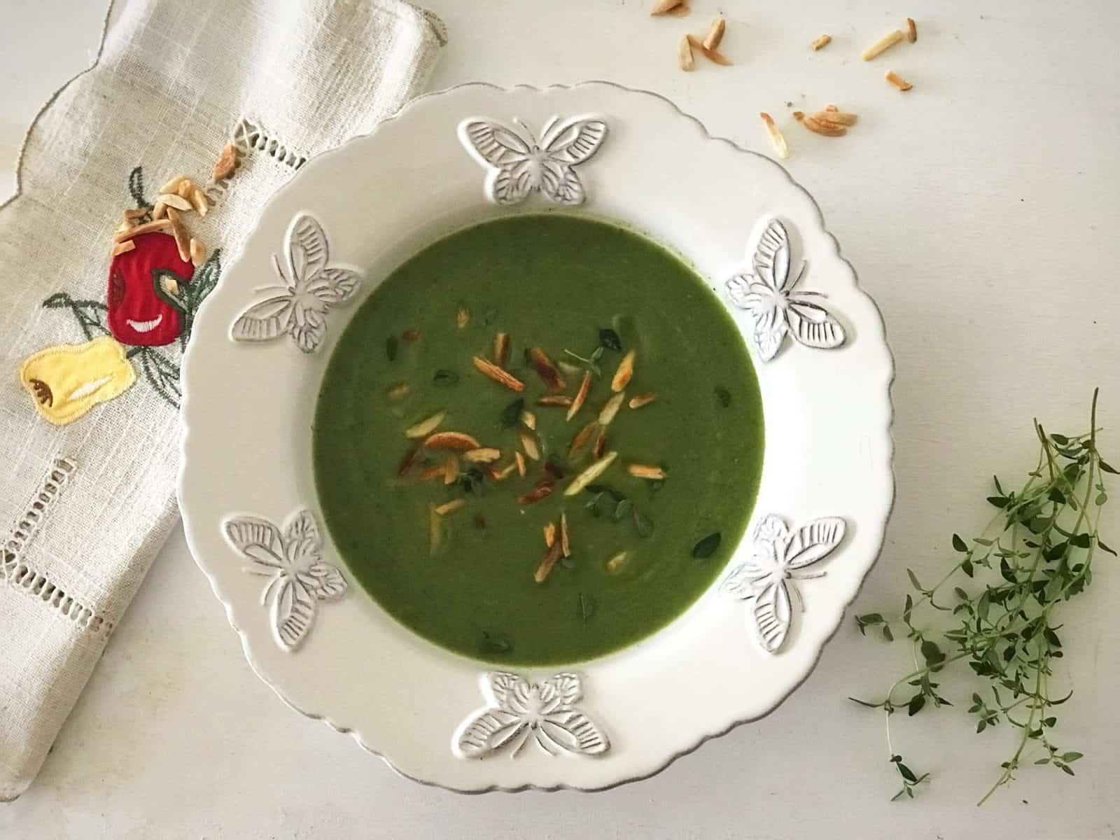 Sopa de espinafres e couve-flor com curgete