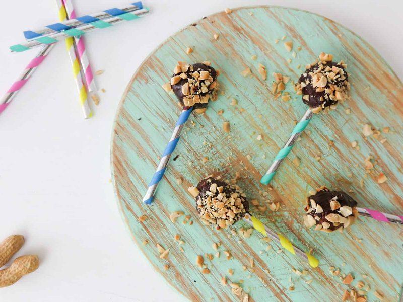 Lollipops de tâmaras e amendoins