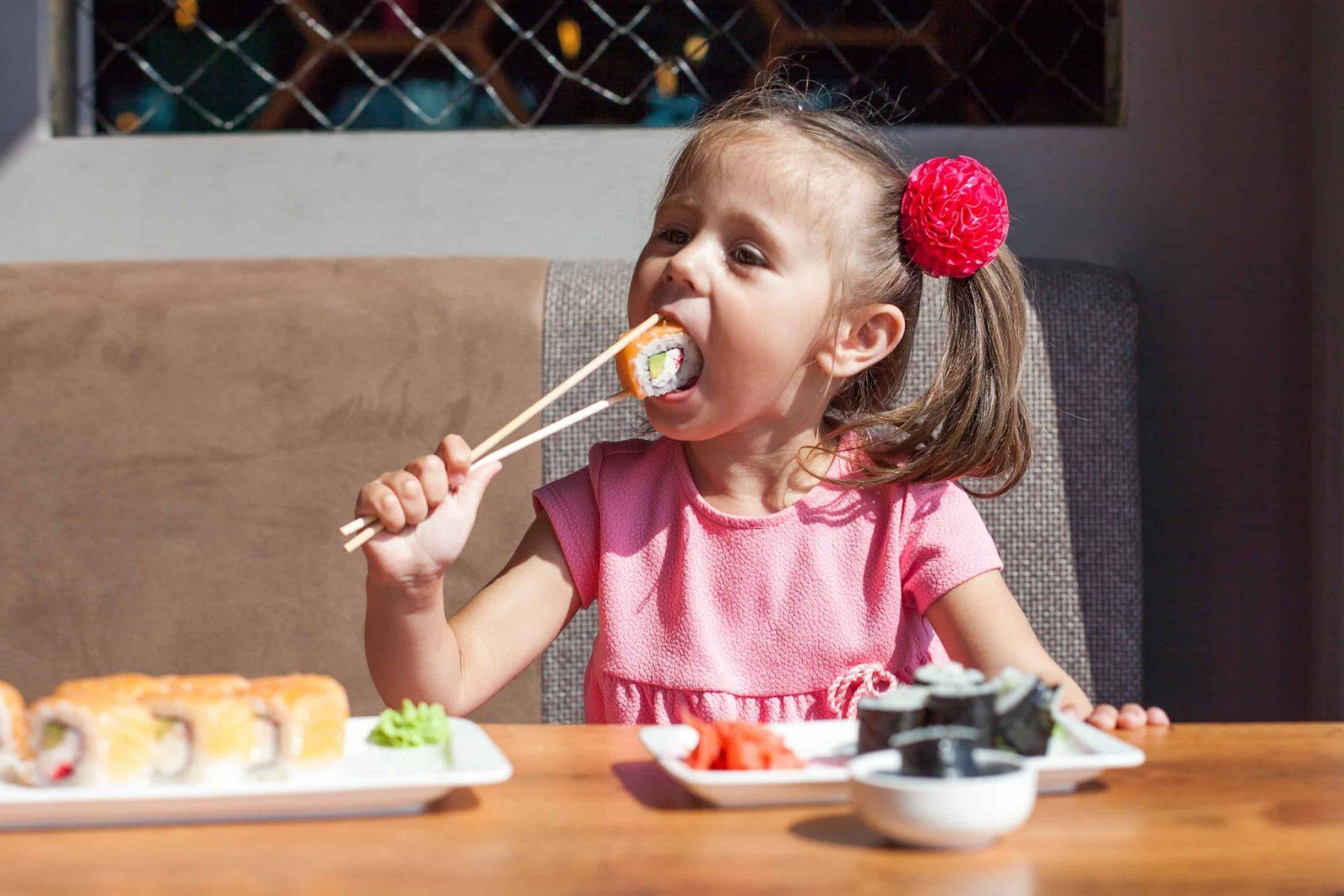 A partir de que idade é que a criança pode comer sushi?